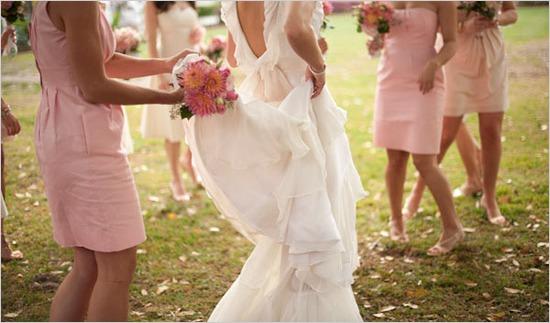 Ella en su boda con sus damas de honor