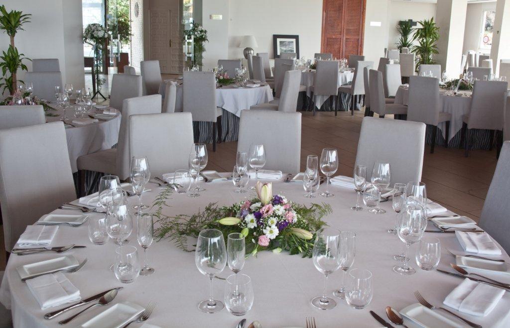Ahora vuestra boda en el interior del restaurante