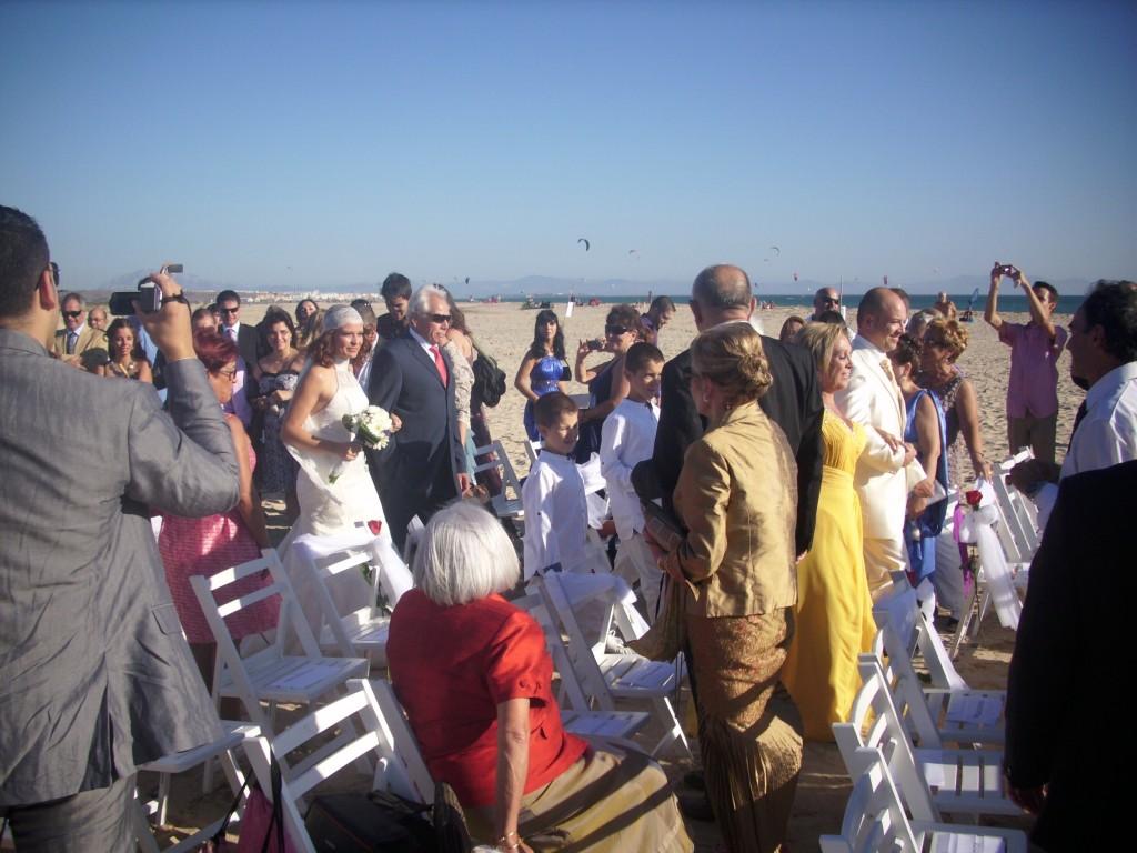 Ceremonia civil en la playa de Cádiz