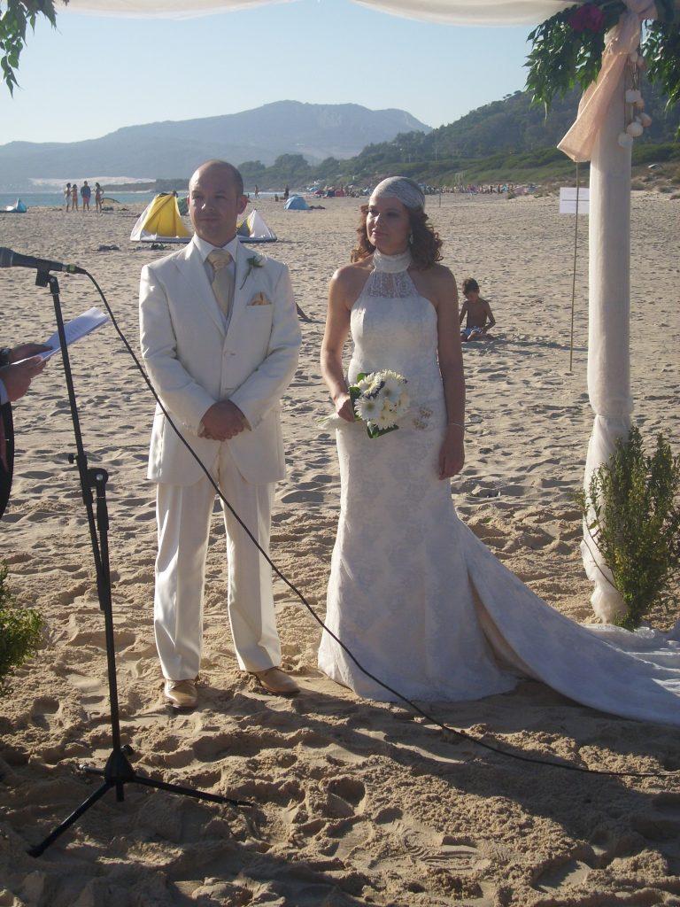 ceremonia civil en la misma arena de la playa
